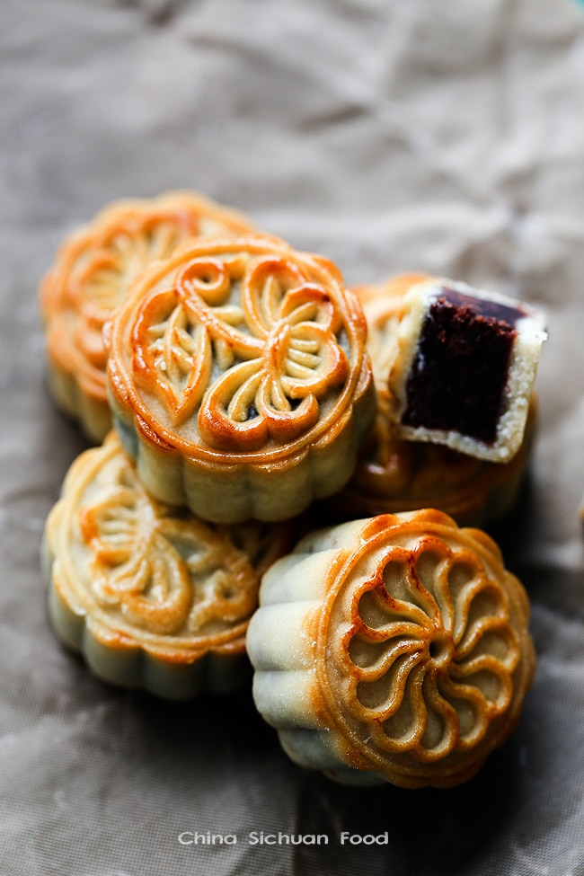 traditional mooncake, most popular Chinese dessert.